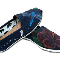 Hibiscus &amp; Dragonfly Custom TOMs Shoes by KellismCo on Etsy