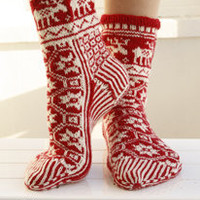 Knitted DROPS Christmas socks with pattern in &quot;Fabel&quot;.  ~ DROPS Design