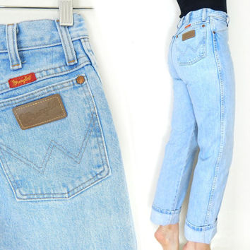 Vintage 80s High Waisted Wrangler Blue Jeans - Size 7 / 8 - Straight Leg Faded Chambray Light Blue Denim Cowgirl Dungarees