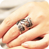 Vintage style Silver color Jewelry-Leaf Shape Ring, winter and halloween gift,October trends, for her, gift for her. Birthday gift