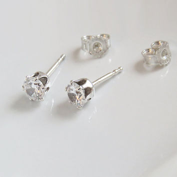 White Zircon 5,0 mm  sterling Silver Stud Earrings