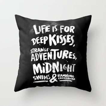 Life is for deep kisses... Throw Pillow by WEAREYAWN
