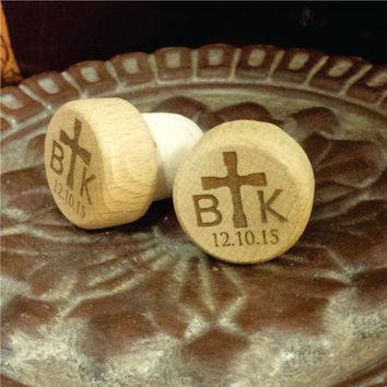 2 Initials, Cross, & Date Wine Stopper for Wedding Favors, Bridal Showers, Newlywed Couple Gifts, Anniversary, Parties (Quantity 14 or Less)