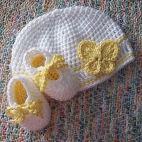 Crochet Baby Hat and shoes with Butterfly - Yellow and white -