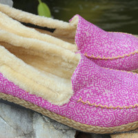 Erin Womens Plush Lined Loafer Or Slipper In Pink Hmong Batik