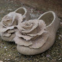 Felted slippers BEIGE and 2 roses brooch set by ing00te on Etsy