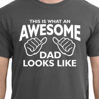 AWESOME DAD This is what an dad looks like MENS T-shirt shirt tshirt Christmas gift Father's Day gift