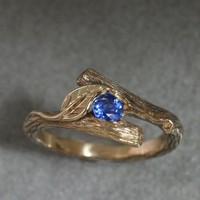 KIJANI - Single Leaf Ring, in 14k Gold and setting a round Ceylon Sapphire
