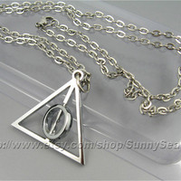 Harry Potter Necklace,Deathly Hallows Necklace,with a Rotating Center,Stainless steel Chain,Middle Circle Can Spin