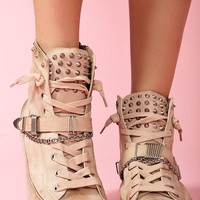 Alexander Spiked Sneaker - Nude