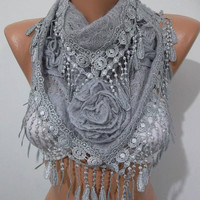 NEW - Gorgeous Scarf   Elegant and Classy...