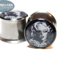 0g-9/16in Black and White Marilyn Monroe Half Dead Plugs