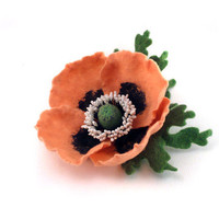 Felt brooch pink-orange Poppy with green leaves