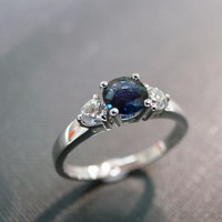 Engagement Ring With Diamond And Bl.. on Luulla