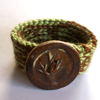 Crochet Yarn Bracelet with Ceramic Tree Button Nutmeg and Pistachio (metal-free)