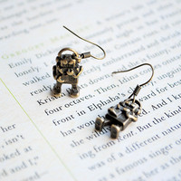 Robot Earrings, Dangle, Antique Gol.. on Luulla