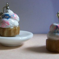 Cupcake Earrings by kryslo on Etsy