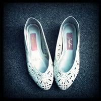 Vintage White leather Cutout Flats size 6