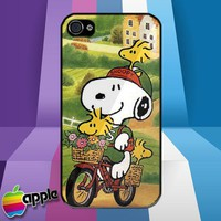 Peanuts Snoopy and Woodstock at Bicycle iPhone 4 or iPhone 4S Case