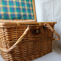 VTG large lined wicker picnic basket