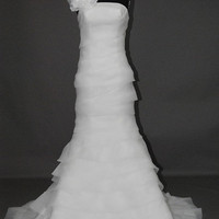 A-line Sweetheart Chapel Train organza Wedding Dress