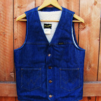 1970s Wrangler sherpa lined denim vest. mens size S or womens M. medium dark denim