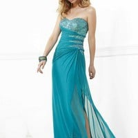 Faviana 7137 at Prom Dress Shop