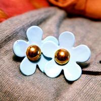 A Simple Daisy Earring | Trinkettes