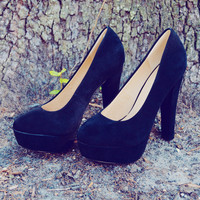 Audrey Pin Up Pumps: Black Suede | Hope's