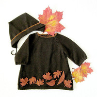 Knitted dress, cap set in dark brown with felt leaves. 100% wool. Newborn.