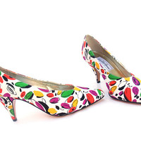 Vintage Shoes High Heel Pumps White Bright Colorful Fabric 8 1/2 NOS