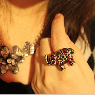 Vintage Red Rhinestone Elephant Ring at online cheap vintage jewelry store Gofavor