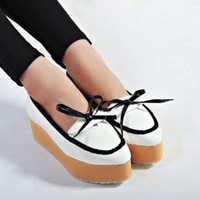 Leisure Fashion White Bowtie Adorned Flats : Wholesaleclothing4u.com