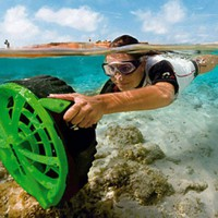 Bladefish Underwater Scooter - wordlessTech