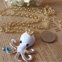Wholesale Fashion Octopus Crown Embellished Sweater Chain White