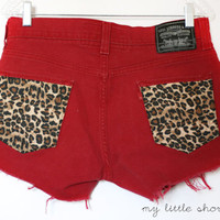 Red Mid-Rise Cheetah Pocket Levi&#x27;s Shorts (Size 32)