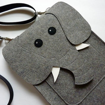 MacBook Pro 15 inch sleeve  Elephant in natural grey by BoutiqueID