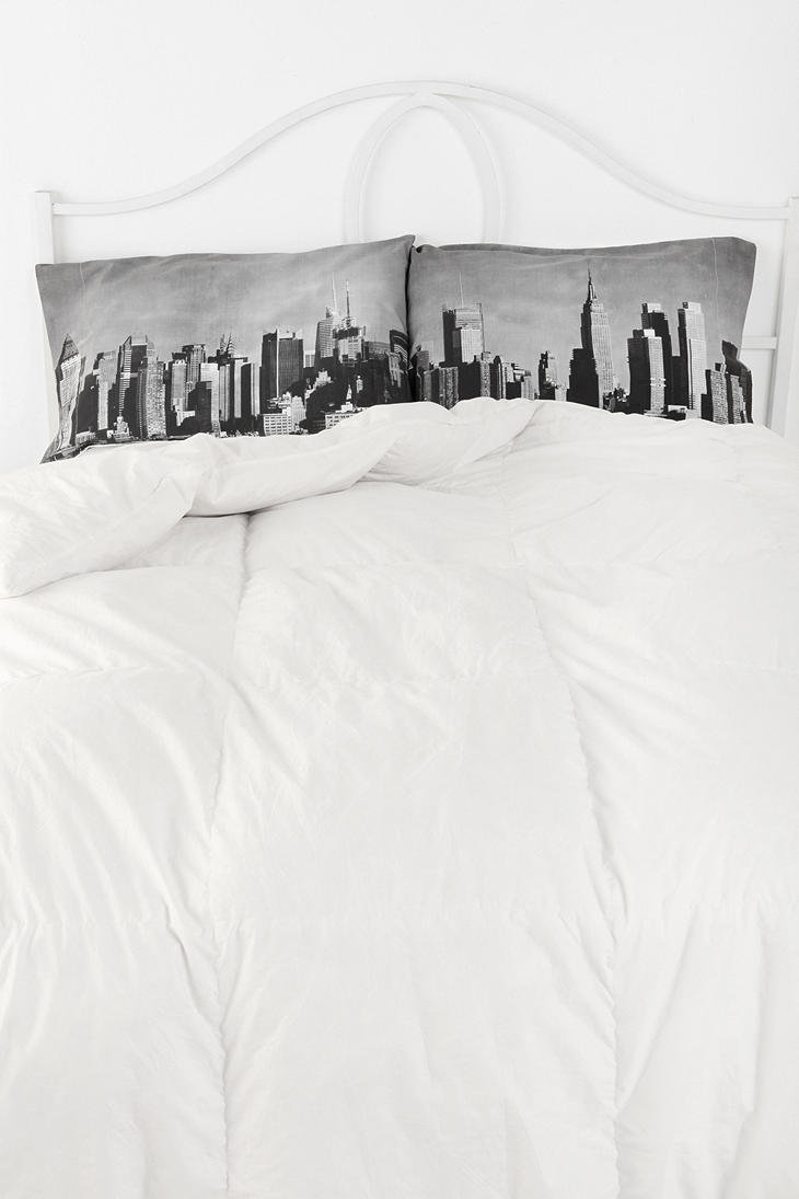 Urban Outfitters - NYC Skyline Pillowcase Set