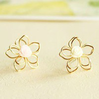 Sweet Vogue Girly Resin Flower Stud Earrings from LOOBACK FASHION STORE