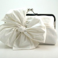 Classic Bow  Snow White Bridal Clutch by DavieandChiyo on Etsy