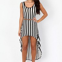 Missguided - Brylie Striped Asymmetric Maxi Dress