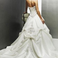 Wholesale Off-Shoulder Elegant Long Embroidery Wedding Dress White