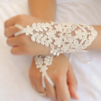 wedding gloves, ivory lace gloves,  Fingerless Gloves,  bride accessory