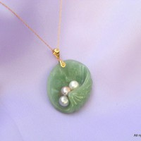 Jadeite Clam Shell Jade Pendant Necklace with Fresh Water Pearls Gold