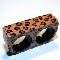 two finger ring leopard