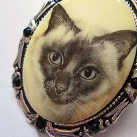 Vintage Siamese Kitty Brooch // Doubles as a by LaPlumeNoir
