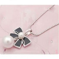 Korean Fashion Style Olivet and Bowknot Attachment Necklace