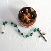 May Birthstone Rosary Set Pocket Rosary with Decorated Wood Box Emerald Crystal Rosary Birthday Rosary with Box Madonna and Child