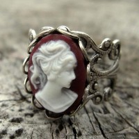 $17.50 Lady Cameo Ring in Purple RagTraderVintage.com