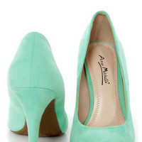 Mint pointed pumps